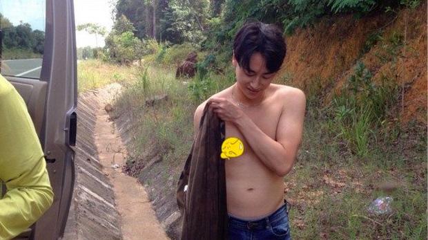 Rocker Nguyễn bất ngờ để lộ bụng mỡ, thân hình kém săn chắc - Ảnh 1.