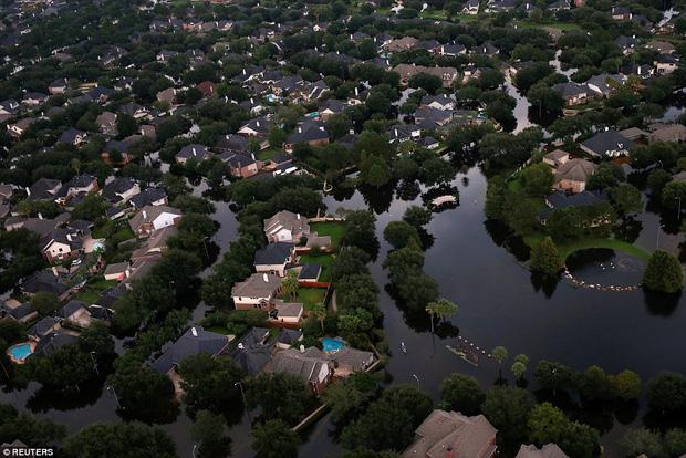 38 người chết và 48.700 ngôi nhà bị phá hủy sau cơn bão Harvey: Đây có thể chưa phải là thống kê thiệt hại cuối cùng - Ảnh 2.