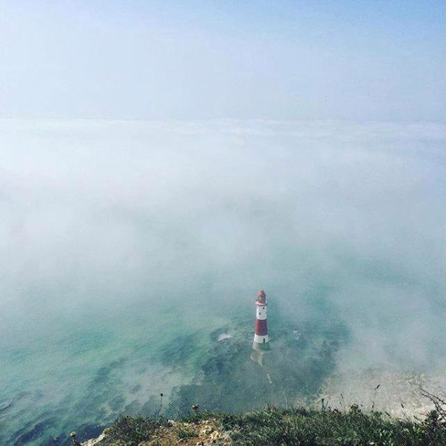 Đám mây kỳ dị trên bờ biển Anh khiến 150 người khó thở: Khoa học đang vào cuộc giải mã - Ảnh 1.