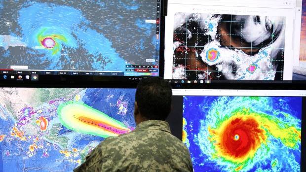 Sau Harvey, Irma là siêu bão quái vật sắp tấn công nước Mỹ, tạo sóng cao 3m - Ảnh 1.