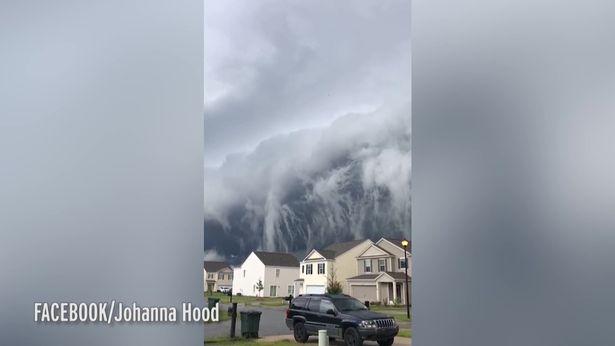 Cảnh tượng có 1-0-2: Đám mây khổng lồ như nuốt chửng thị trấn nhỏ ở Mỹ - Ảnh 2.