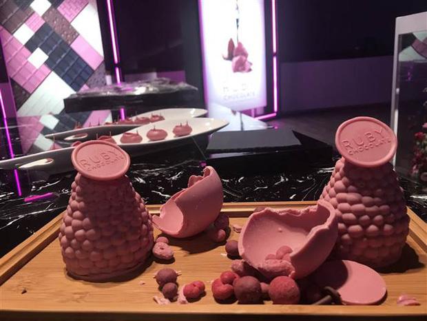 Chocolate Hồng ngọc - Lần đầu tiên sau gần 1 thế kỷ thế giới có một loại chocolate hoàn toàn mới - Ảnh 1.