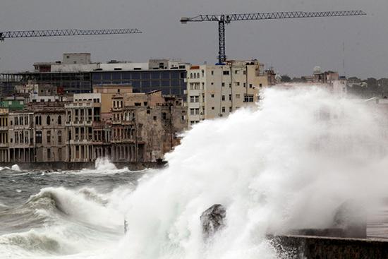Siêu bão Irma cày nát phía Bắc Cuba, nhăm nhe tấn công Florida  - Ảnh 1.