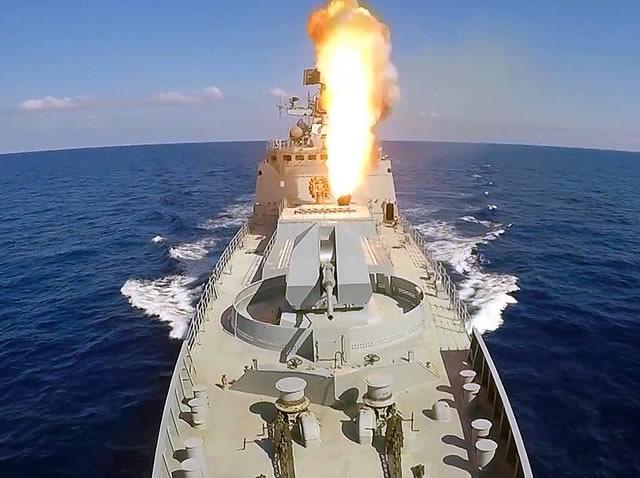 Nhà báo quốc tế sốc nặng khi xem tàu ngầm Nga bắn tên lửa Kalibr: Hủy diệt khủng khiếp - Ảnh 1.