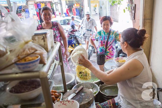 Có một tiệm mì vằn thắn gia truyền 3 đời, ăn là nghiện, không thử là thiệt ở Hà Nội, bạn đã biết chưa? - Ảnh 1.
