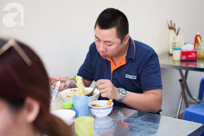 Có một tiệm mì vằn thắn gia truyền 3 đời, ăn là nghiện, không thử là thiệt ở Hà Nội, bạn đã biết chưa? - Ảnh 2.