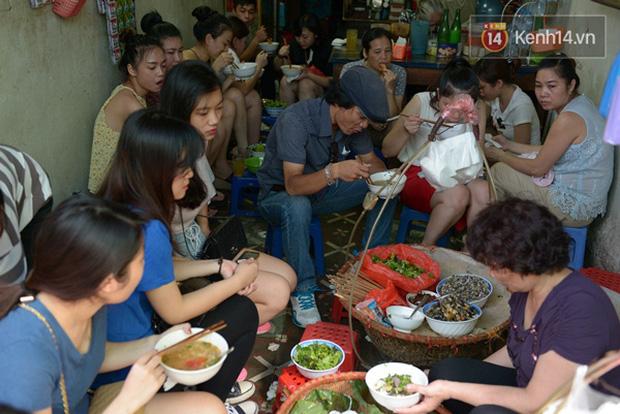 Chịu khổ để được ăn ngon, là kiểu của người Hà Nội - Ảnh 1.