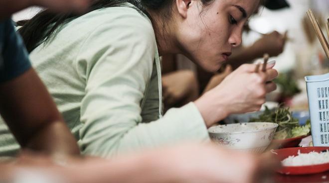 Chịu khổ để được ăn ngon, là kiểu của người Hà Nội - Ảnh 2.