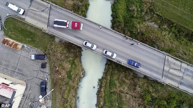 Mỹ: Dòng sông đột ngột chuyển thành màu trắng sữa khiến người dân không khỏi kinh ngạc - Ảnh 1.