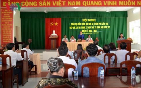 Chủ tịch Quốc hội tiếp xúc cử tri phường Phú Thứ (Cần Thơ) - Ảnh 1.