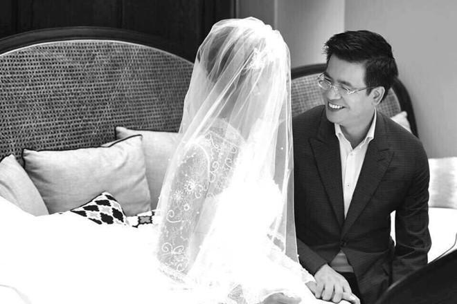 Những hình ảnh hiếm hoi về đám cưới ấm cúng của BTV Quang Minh và vợ trẻ - Ảnh 1.