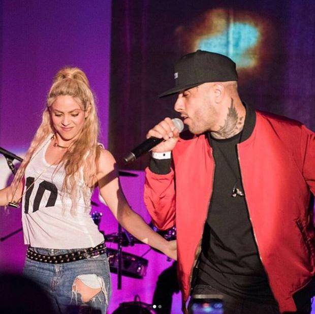 Shakira cứ ở cạnh trai đẹp thế này, bảo sao Pique không ghen - Ảnh 4.
