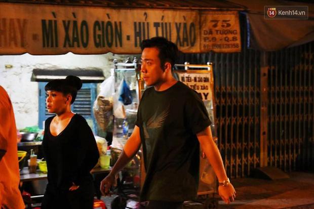 Trấn Thành, Việt Hương lặng người bên linh cữu của cố nghệ sĩ Khánh Nam - Ảnh 2.