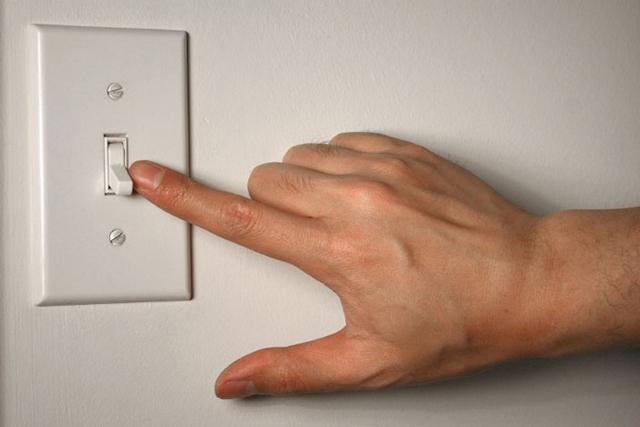 5 thói quen chết người khi sử dụng bình nóng lạnh mà ai cũng mắc phải - Ảnh 1.