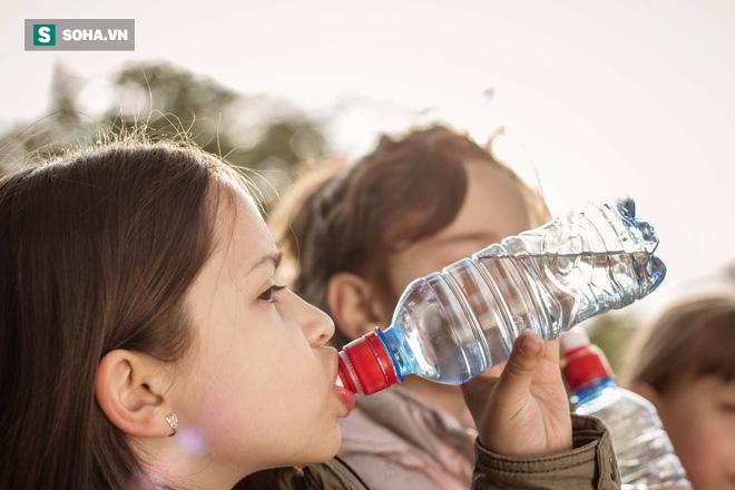 Báo động nhiều trẻ nhỏ mắc đái tháo đường: Mẹ đừng bỏ qua dấu hiệu và biến chứng của bệnh - Ảnh 2.