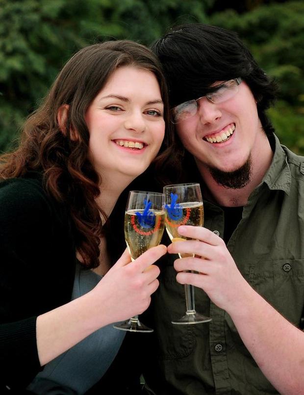 5 năm sau khi trúng số 61 triệu đô, căn biệt thự của cặp đôi này trở thành bãi tha ma, tội phạm tụ tập - Ảnh 1.