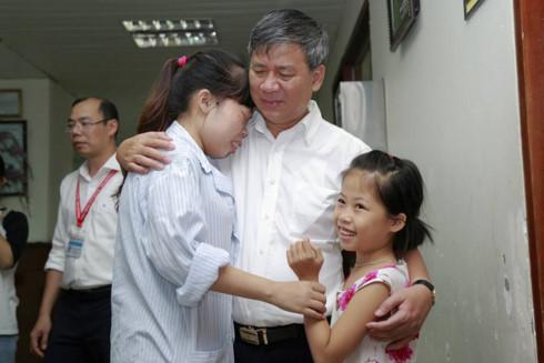 Vì sao nghỉ hưu, Viện trưởng lấy nhiều nước mắt của mọi người như vậy - Ảnh 1.