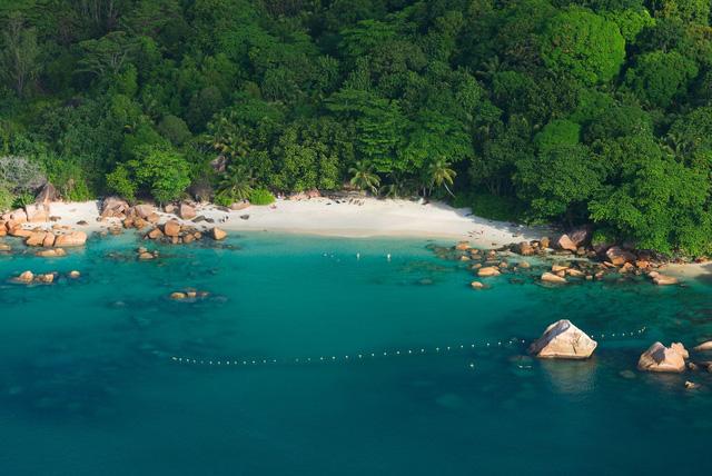 7 bãi biển đẹp như thiên đường trên toàn thế giới mà tín đồ du lịch sẽ tiếc hùi hụi nếu không ghé thăm ít nhất 1 lần - Ảnh 1.