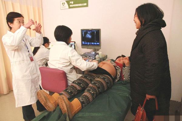 Mang thai 12 tháng không đẻ, sản phụ choáng váng khi nghe thông báo của bác sĩ - Ảnh 2.
