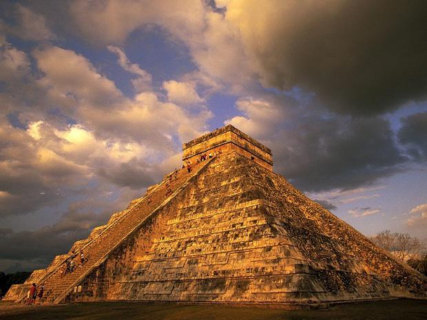 Phiến đá 1.400 năm tuổi tiết lộ một sự thật rợn người của người Maya - Ảnh 2.
