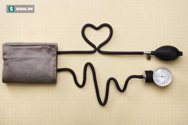 Tăng huyết áp vào sáng sớm gây nguy hiểm: Đây là bí quyết đơn giản giúp bạn phòng rủi ro - Ảnh 2.