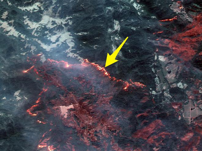 Mỹ: Toàn cảnh vụ cháy rừng khủng khiếp tại California qua những bức ảnh vệ tinh - Ảnh 1.