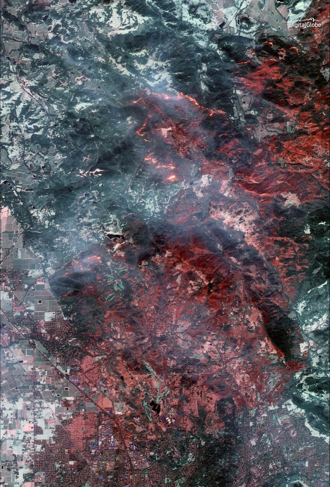 Mỹ: Toàn cảnh vụ cháy rừng khủng khiếp tại California qua những bức ảnh vệ tinh - Ảnh 2.