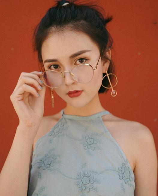 Hot girl Trung Quốc lộ mặt mộc già như bà thím trên livestream khiến các fan cuồng tá hỏa - Ảnh 2.
