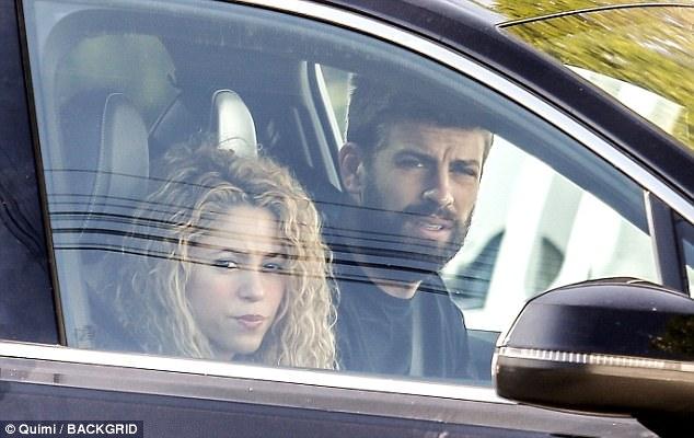 Pique đưa Shakira đi dạo, xóa tin đồn chia tay - Ảnh 1.