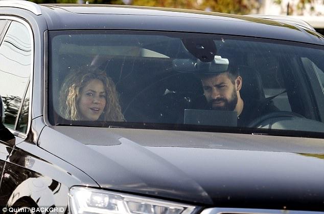 Pique đưa Shakira đi dạo, xóa tin đồn chia tay - Ảnh 2.