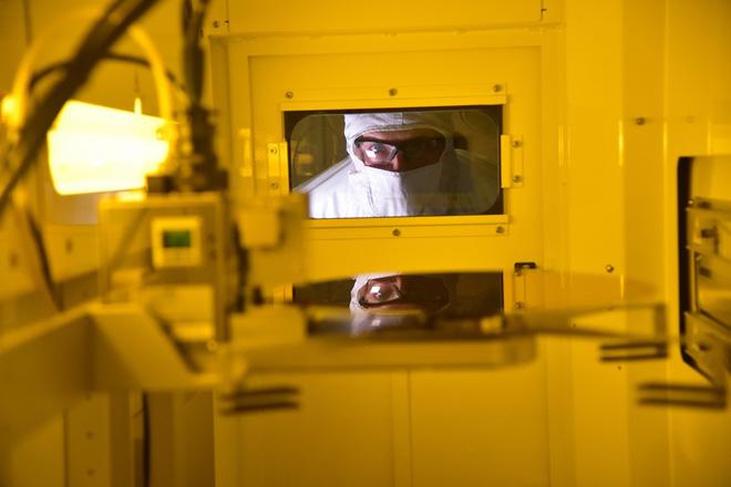 Intel đã bắt đầu sản xuất chip lượng tử 17 qubit, chính thức bước vào cuộc đua lượng tử - Ảnh 1.