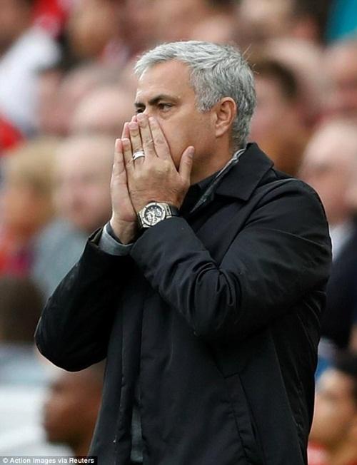 Mourinho là kẻ thù của bóng đá. M.U sợ Liverpool như sợ Messi và Barca - Ảnh 1.