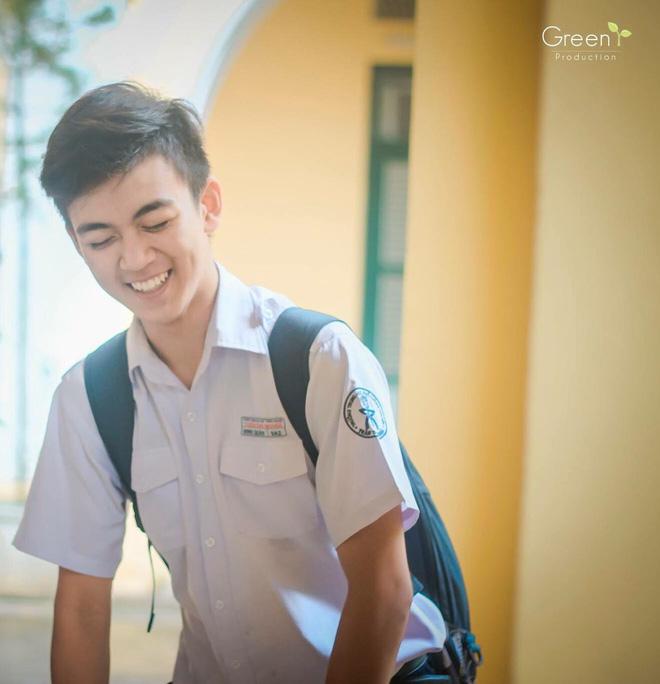 Cậu bạn trường Trần Đại Nghĩa với nụ cười má lúm gây sốt: Điển trai, giỏi cả bóng rổ lẫn piano - Ảnh 1.
