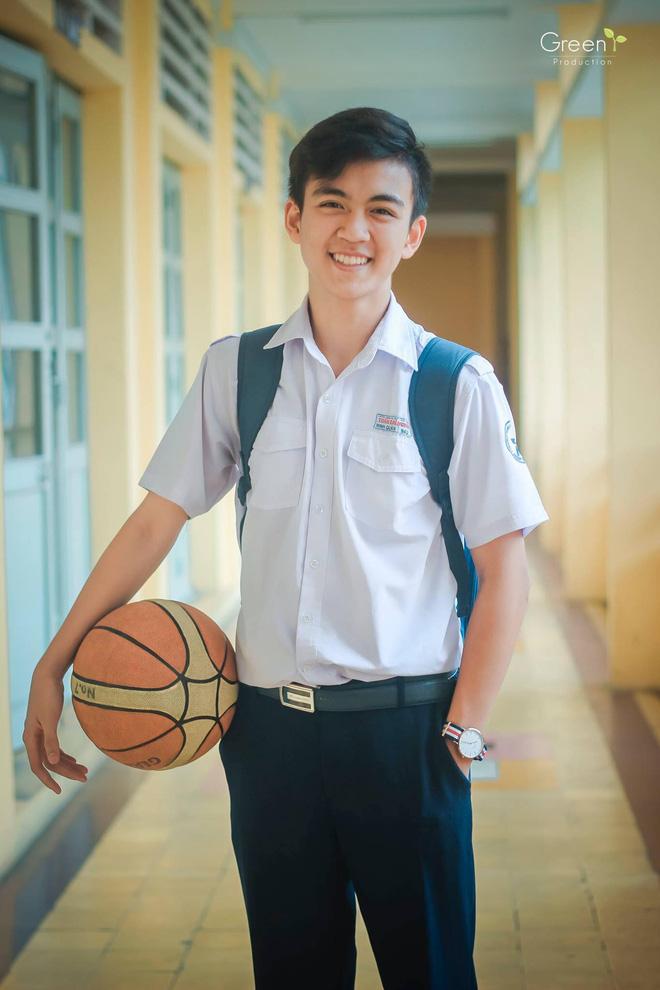 Cậu bạn trường Trần Đại Nghĩa với nụ cười má lúm gây sốt: Điển trai, giỏi cả bóng rổ lẫn piano - Ảnh 2.