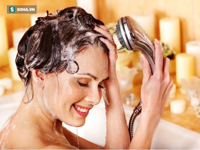 Sự thật gây sốc về mùi hương trong dầu gội, nước hoa bạn dùng hàng ngày - Ảnh 1.