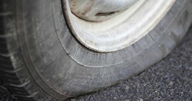 Chỉ nhờ một bánh xe ô tô bị thủng lốp mà các nhà khoa học khám phá ra điều kỳ diệu - Ảnh 1.