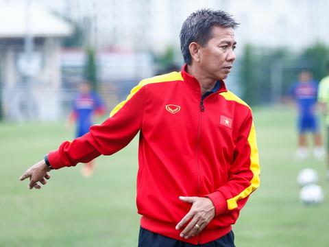 HLV Hoàng Anh Tuấn sốc vì U19 Việt Nam đá giao hữu thua đậm - Ảnh 1.