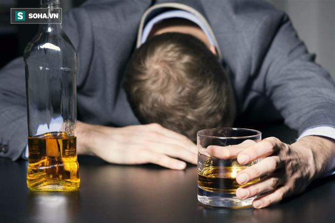 Chuyên gia đầu ngành tim mạch cảnh báo: Sau uống rượu say hoàn toàn có thể đột quỵ, đột tử - Ảnh 1.