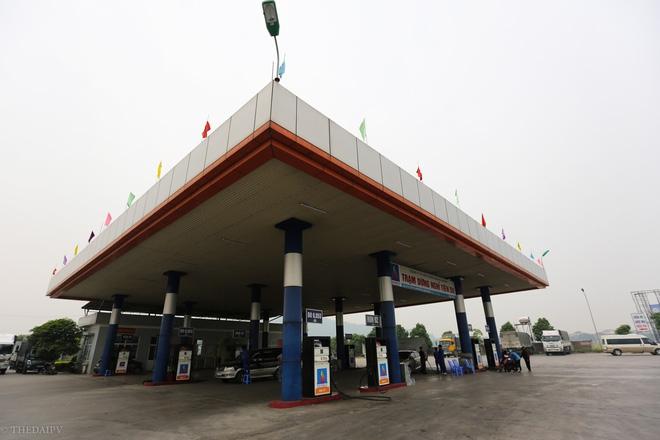 Cây xăng Việt đã cúi chào, tặng nước miễn phí cho khách trước cả khi cây xăng Nhật đến Hà Nội - Ảnh 1.