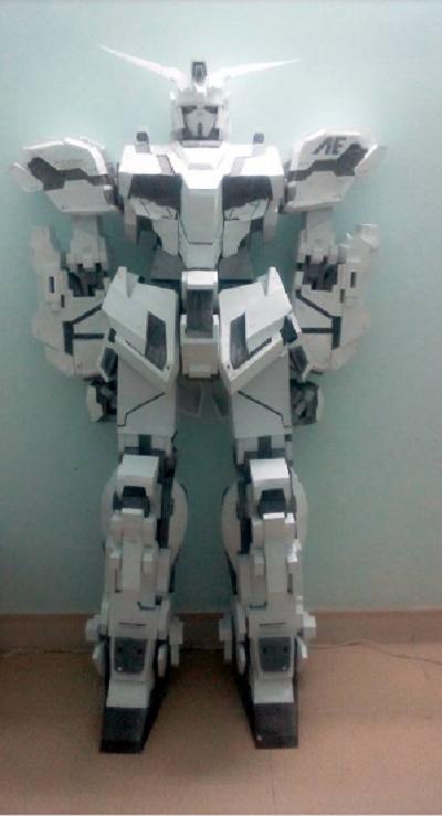 Nam sinh 10X bức xúc khi cư dân mạng gọi mô hình robot bằng giấy của mình là 'vàng mã'  - Ảnh 2.