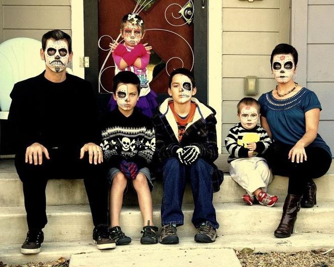 Mùa Halloween có hóa trang dị tới mấy cũng phải chào thua 17 gia đình bá đạo này - Ảnh 1.
