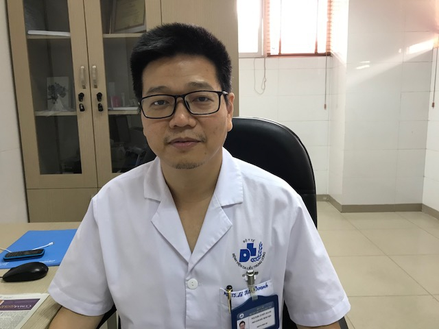 PGS.TS.Lê Hữu Doanh:Không thể chữa khỏi hẳn bệnh vẩy nến như quảng cáo tràn lan trên mạng - Ảnh 1.