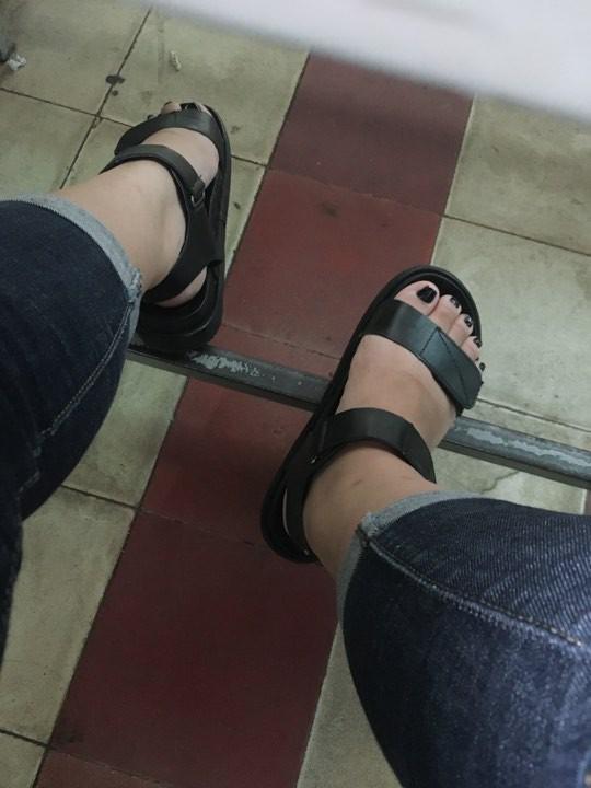 Đôi bàn chân có hình dáng nửa nhân sâm nửa bánh mỳ khiến cư dân mạng thích thú - Ảnh 2.