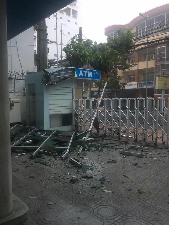 Bão số 12 đã đổ bộ vào Khánh Hòa: 27 người chết, hàng nghìn nhà dân bị sập tường, bay mái - Ảnh 7.
