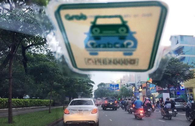 Không chỉ máy chủ, Hiệp hội Taxi Hà Nội muốn bắt buộc Uber, Grab dùng tên miền Việt Nam - Ảnh 1.