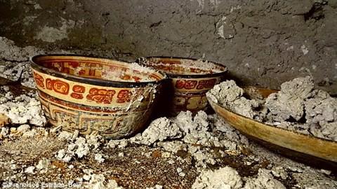Hé lộ bí mật về vua rắn bên trong ngôi mộ cổ dưới chân kim tự tháp Maya - Ảnh 2.