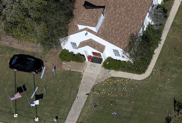 Ngỡ ngàng trước biệt thự xa hoa của nghi phạm xả súng ở Texas - Ảnh 1.