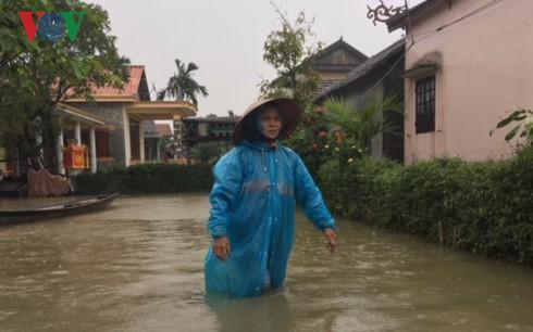 Sâu nặng tình người nơi bị lũ cô lập ở Thừa Thiên-Huế  - Ảnh 1.