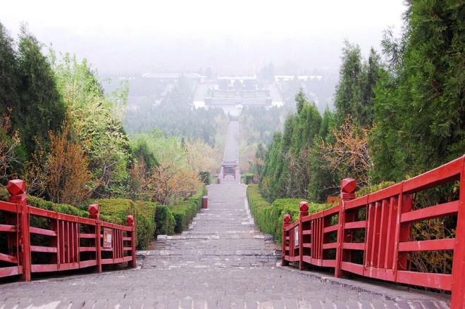 10 bí ẩn ở lăng mộ Tần Thuỷ Hoàng khiến người đời sau khao khát tìm ra lời giải - Ảnh 1.