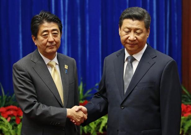 Nụ cười ẩn ý của Chủ tịch Tập Cận Bình trong cuộc đối thoại với Thủ tướng Abe tại APEC - Ảnh 2.